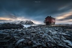 red cottage , Lofoten / Norwegen